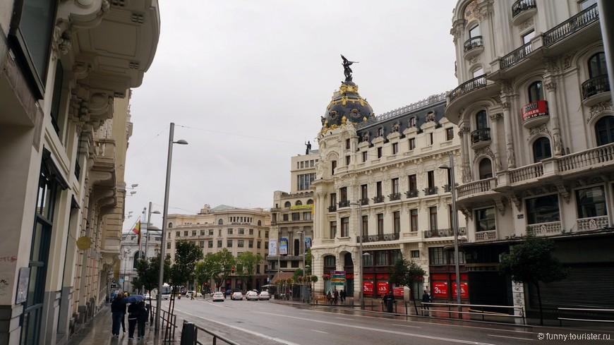 Гран-Виа - одна из основных магистралей столицы, а также главная «прогулочная улица» для местных жителей