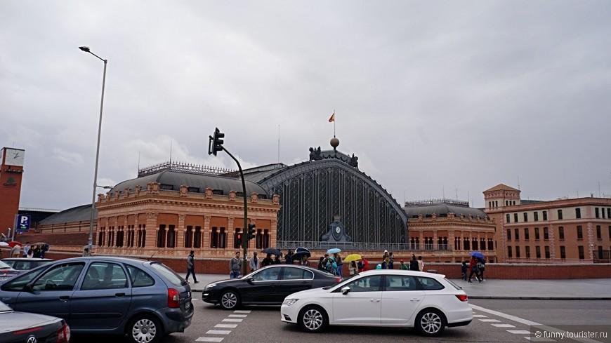 Название «Аточа» переводится как «дрок», но назван вокзал не в честь кустарника, а в честь ворот, когда-то находившихся здесь, а потом снесенных. Название он получил 9 февраля 1851 года