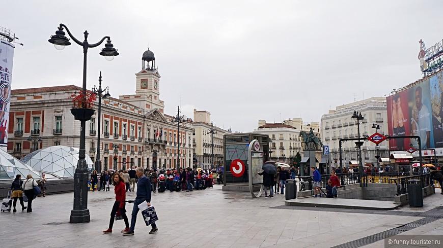 Площадь Пуэрта-дель-Соль переводится с испанского языка как «ворота солнца»
