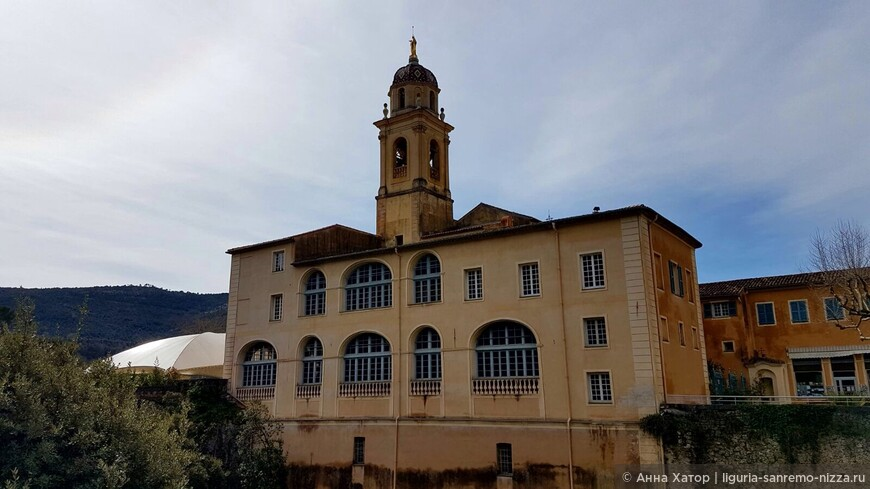 Монастырь 16 века.