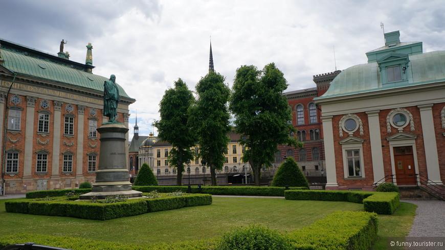 Дворянское собрание (швед. Riddarhuset) — историческое здание в стиле северного барокко, построенное в Стокгольме, в Гамластане в 1641—1674 годах для проведения собраний шведской знати.