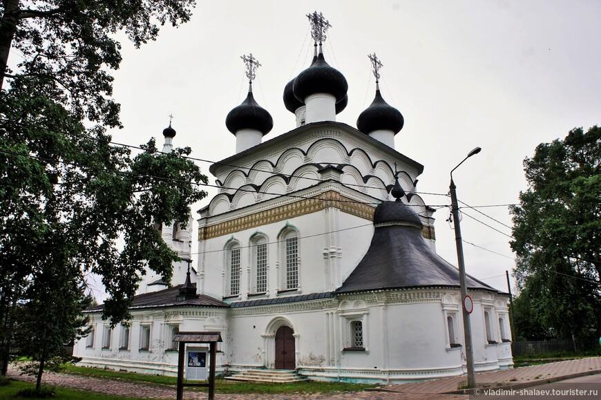 Церковь Всемилостивого Спаса (1728 г.) - самое красивое культовое сооружение Белозерска.