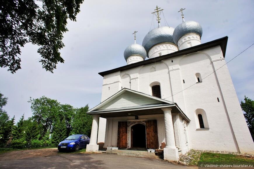 Собор Успения Пресвятой Богородицы. Успенский собор построен в 1553 г. и является древнейшим зданием города.