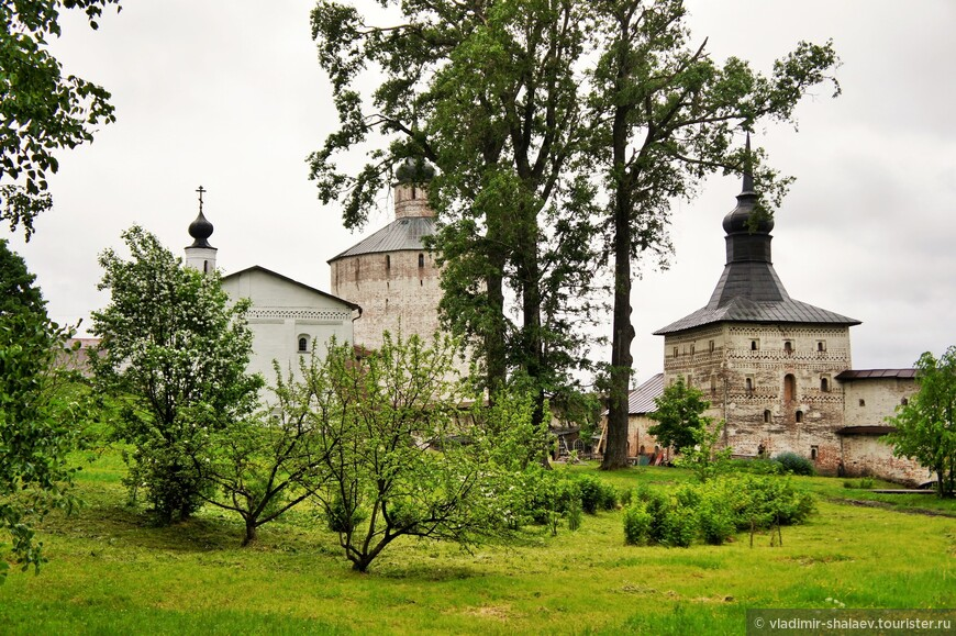 Малый Ивановский Горний монастырь (Предтеченский) — одна из двух древних частей Кирилло-Белозерского монастыря.