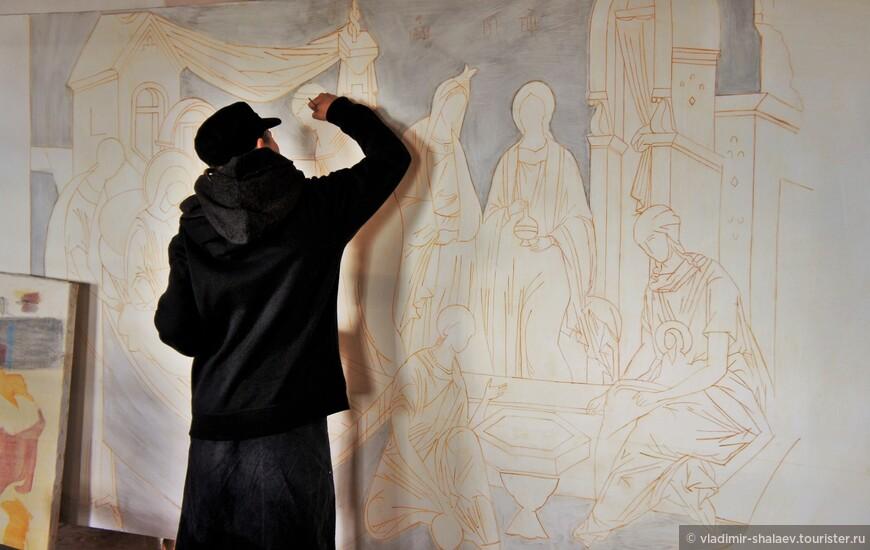 В храме проходят обучение будущие художники-реставраторы.