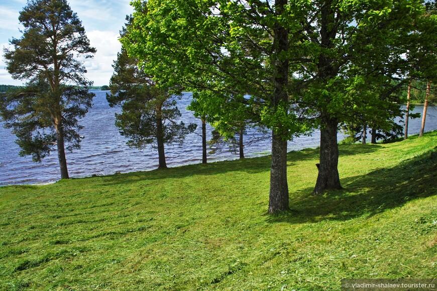 Ферапонтовское озеро. Оно имеет и второе название – Монастырское. Оба названия свидетельствуют о близости знаменитого монастыря в селе Ферапонтово.
