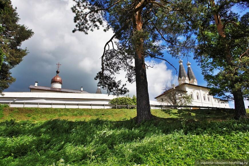 Монастырь с берега Ферапонтовского озера.