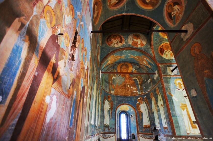К тому времени Дионисий был уже знаменит и считался ведущим московским мастером.