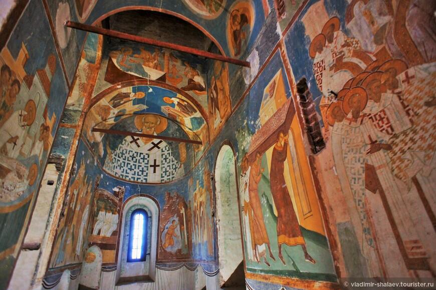 Его задачей стала роспись Рождественского собора.