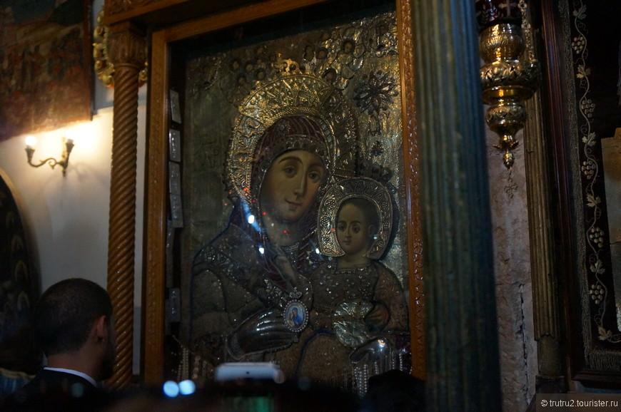 Икона Вифлеемской Богородицы, единственная икона, на которой Богородица улыбается.