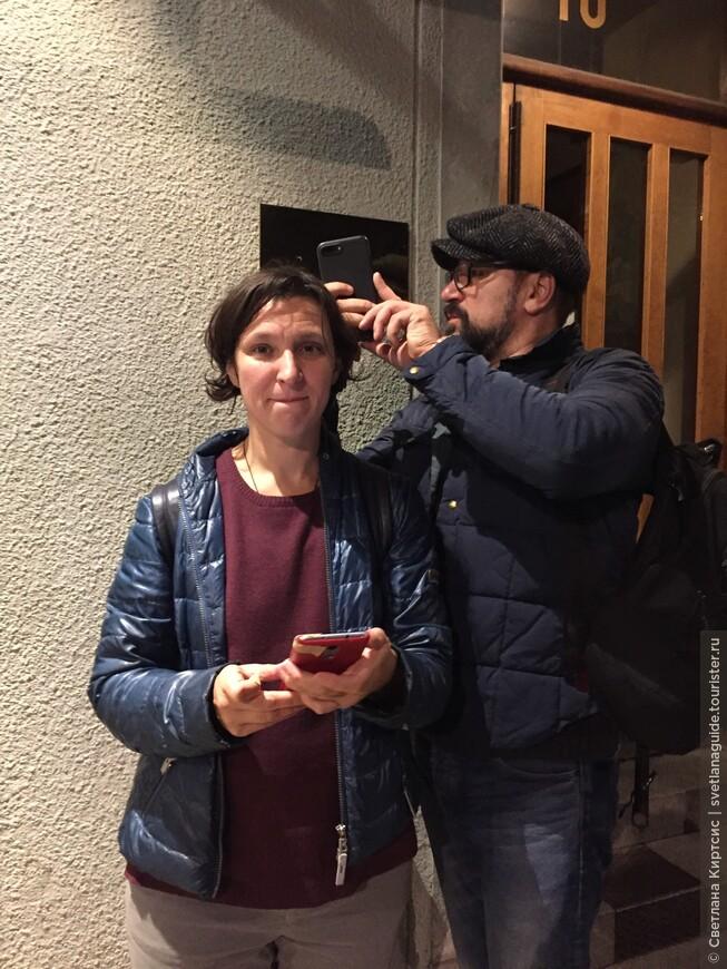 ночная прогулка по Стокгольму, Олеся Железняк и Виктор Логинов - у дома Астрид Линдгрен. 11.09/17