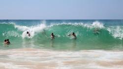 Туристов попросили не купаться на пляже Карон на Пхукете из-за отсутствия спасателей