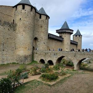 Замок Комталь  построенный для графа Транкавеля виконта Каркассона в 13 веке.