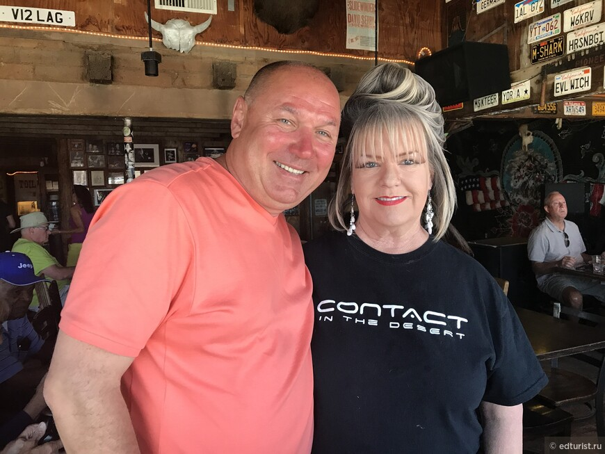 Вот такие незабываемые официанты обслуживают в баре Pappy and Harriet's