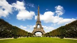 Высотные сооружения Парижа приглашают туристов активно отдохнуть