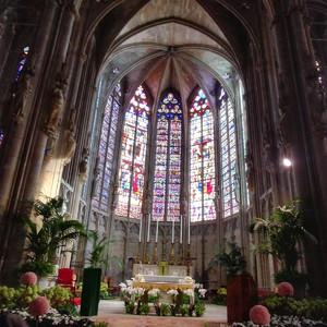 Уникальные витражи 14 века в базилике Святого Назария .