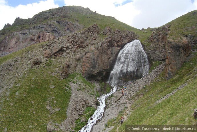 """Примерно через два часа неспешного подъема в гору, я наконец то добрался до главной цели: водопада """"Девичьи косы"""""""