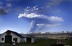 Исландский вулкан привел к отмене более 250 рейсов в Великобритании