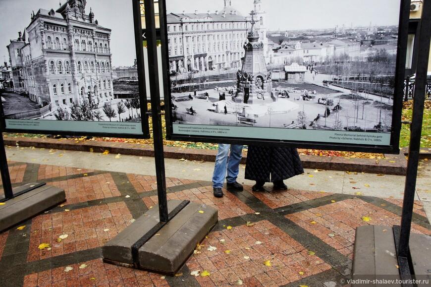 Выставка старых фотографий на Никитском бульваре.