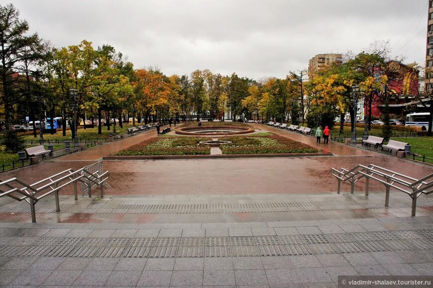 Новопушкинский сквер.