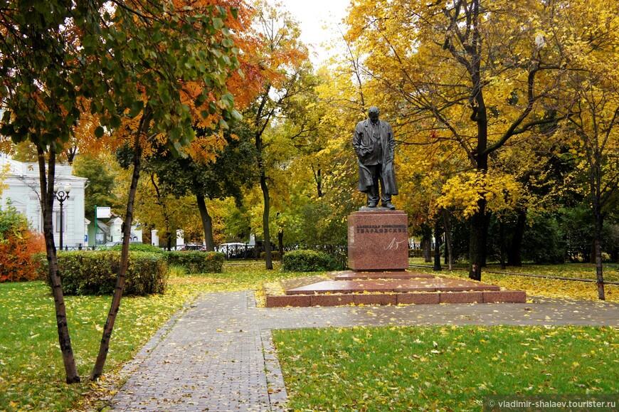 Памятник Александру Твардовскому на Страстном бульваре.