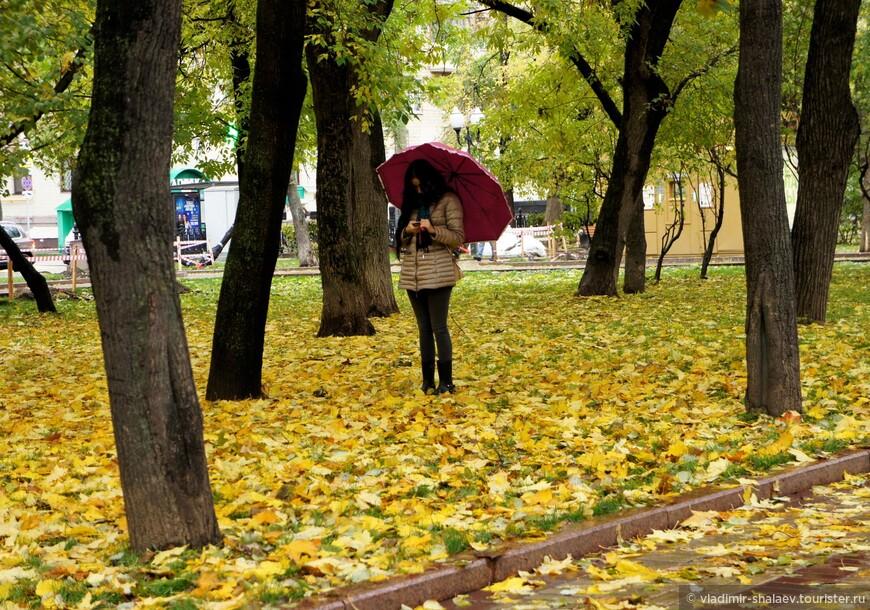 Девушка с красным зонтиком.