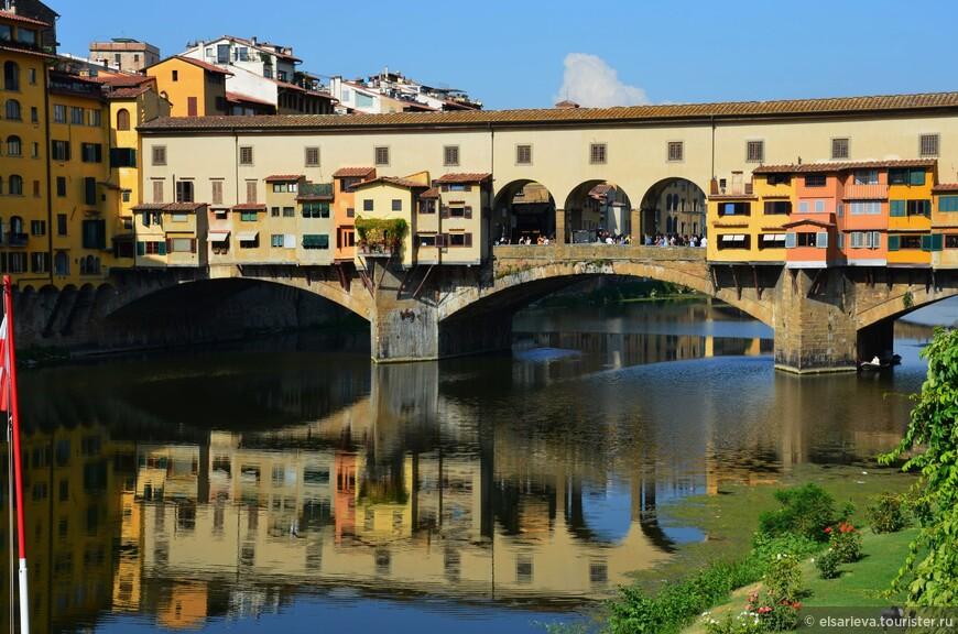 Понте Веккьо. Старый мост. Переправа через реку Арно  с первых дней стала местом  размещения различных продуктовых лавок