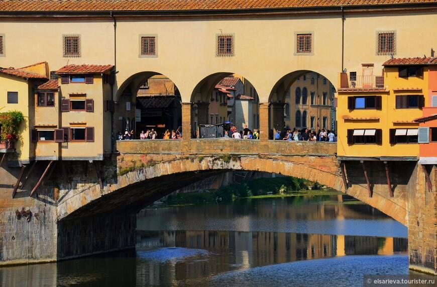 Спустя годы торговля едой  была изгнана со старого моста. Лавки сносить не стали, а торговать разрешили только ювелирными изделиями.