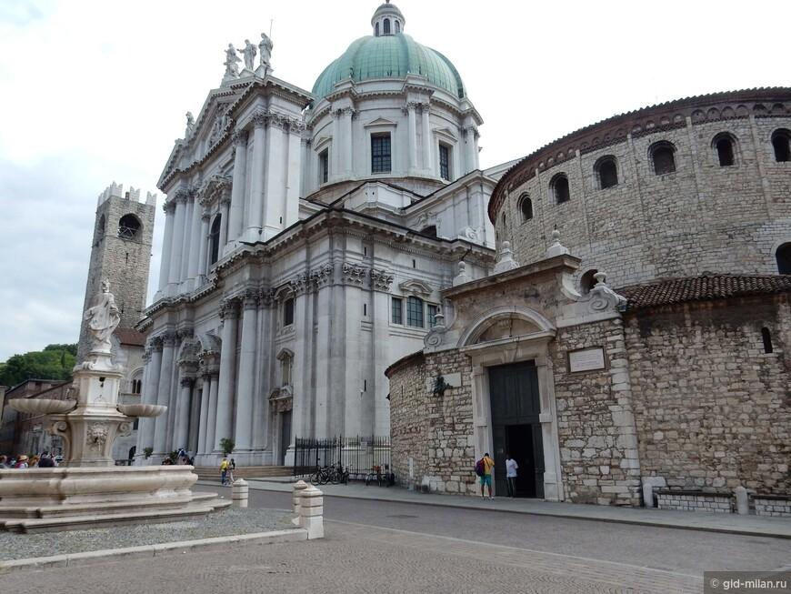 Бок о бок два кафедральных собора: бывший в романском стиле, и новый в ститле барокко