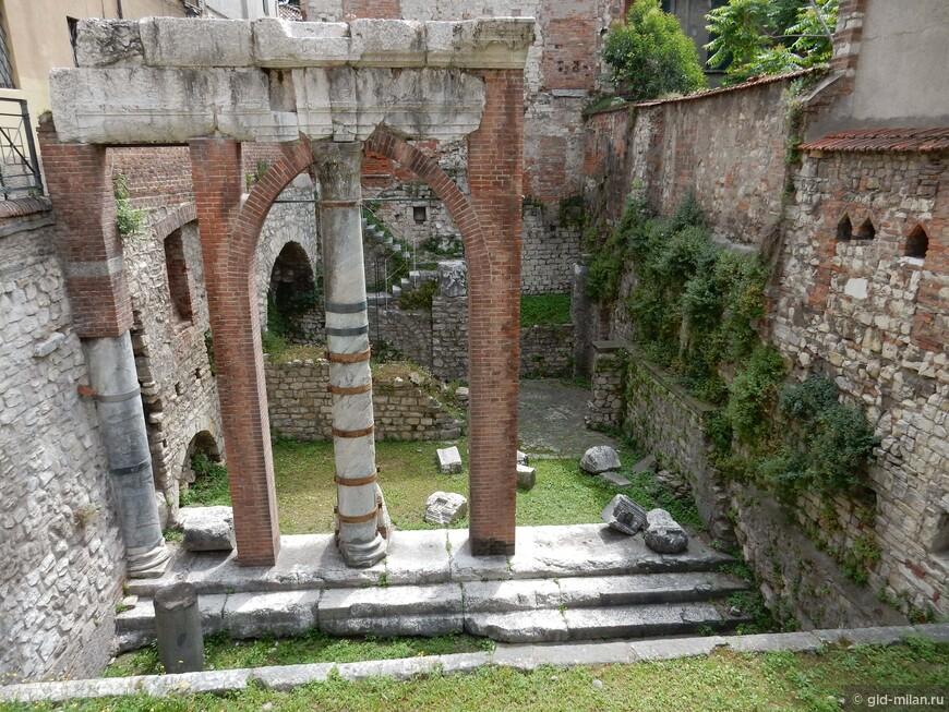 Портик римского форума. Погружение вглубь веков.