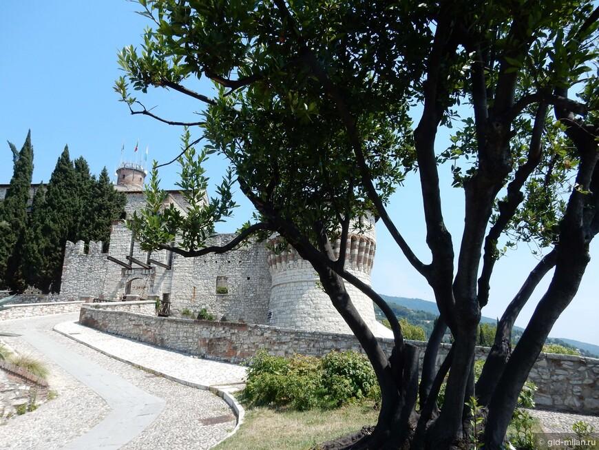 Подъем в старую крепость.