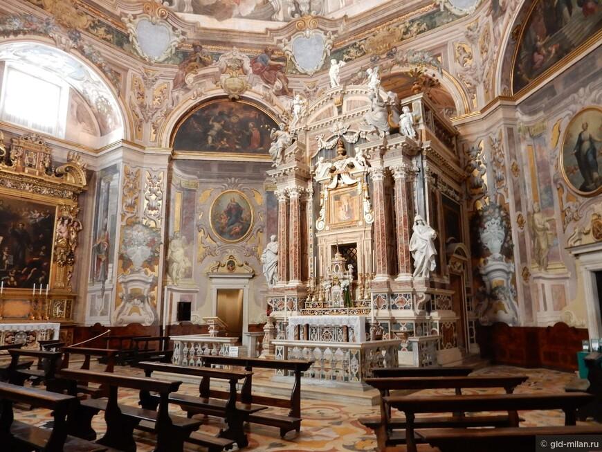 """Вот так в Италии выглядит типичная """"одна из местных церквей""""."""