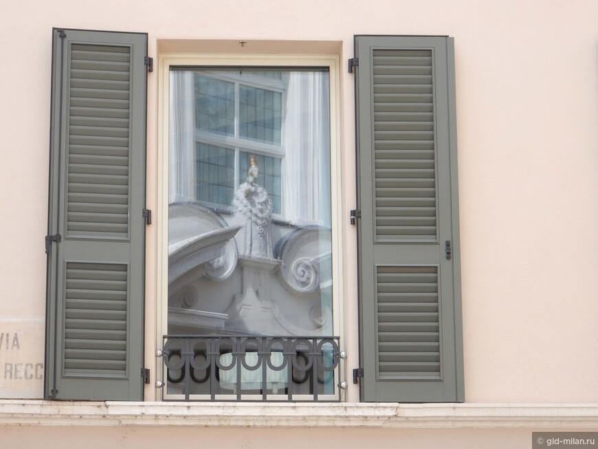 Я очень люблю фотографировать окна. Каждое как рама для неповторимого кусочка жизни.