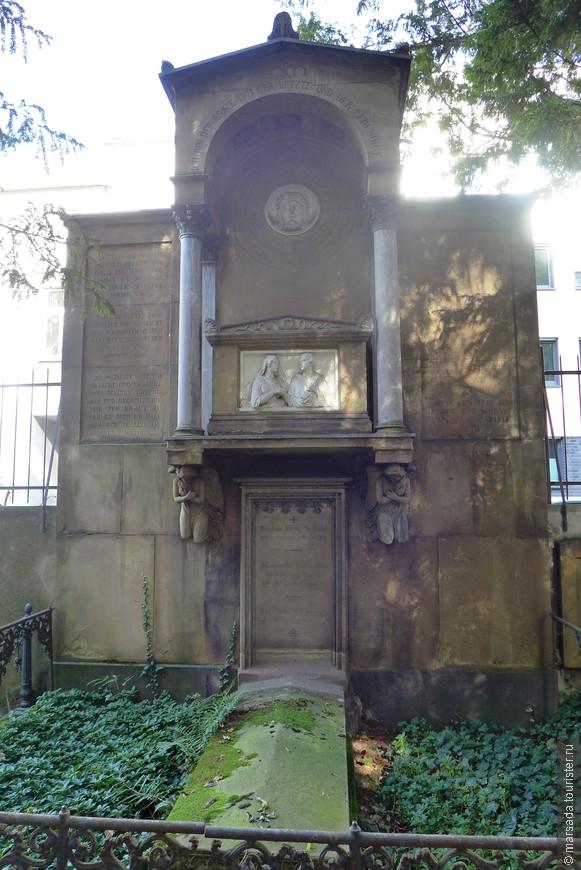 Здесь захоронены знаменитые музыканты, видные немецкие ученые и государственные деятели.