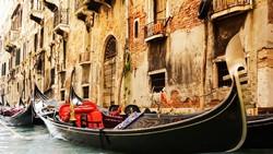 В Венеции туристы украли гондолу для романтической прогулки