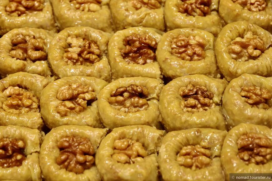 Что-то с грецким орехом... Готов поспорить,что вкуснейшие!!!
