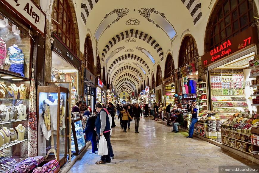 Если Москва - это большая деревня, то Стамбул - это огромный базар! И знаменитый Гранд Базар всего лишь один из его многочисленных прилавков....