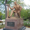 Памятник С.Э.Дувану на площади