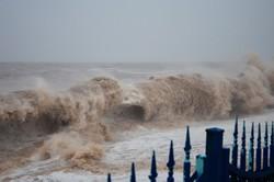В Анталии из-за шторма пострадали почти 40 человек