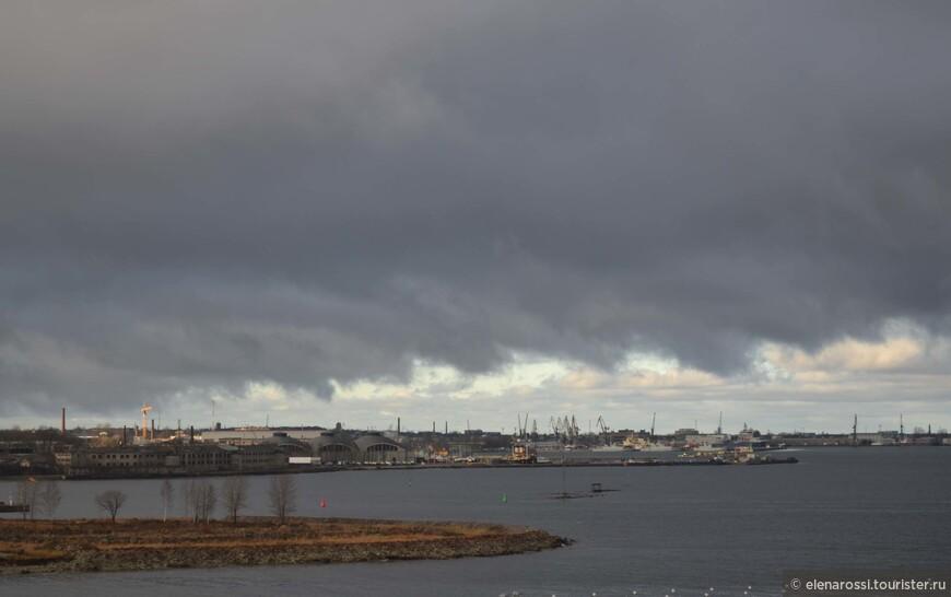 В то утро было влажно, даже дождь моросил. но зато какое небо!