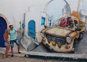 """Одно из самых красивых граффитей в квартале Djerbahood"""" . Изобразил его французский арт-художник """"Nilko""""."""
