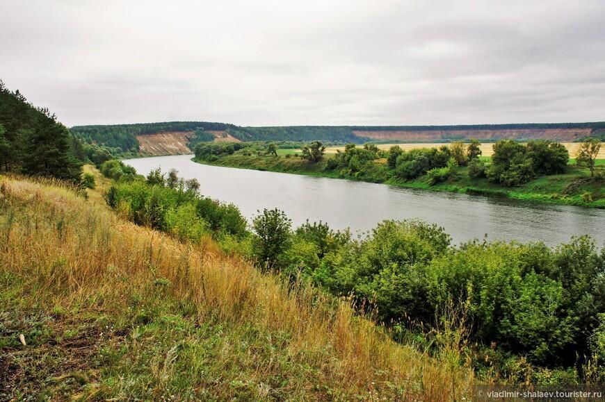 На самом севере Воронежской области левый покатистый берег Дона сменяется высоким шестидесятиметровым обрывом.
