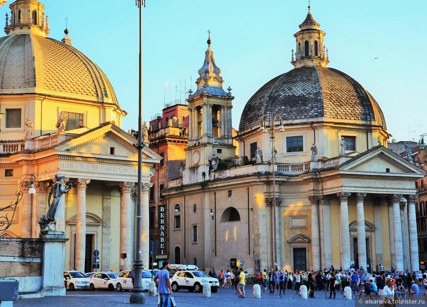 Церкви Санта-Мария-деи Мираколи (справа) и Санта-Мария-ди-Монтесанто (слева)