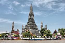 В Бангкоке американских туристов арестовали за «неуместное поведение» в храме