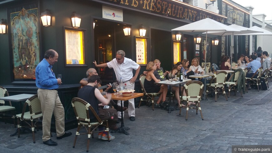 вечереет на холме Монмартр