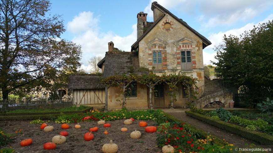королевский хутор в парке дворца Версаль