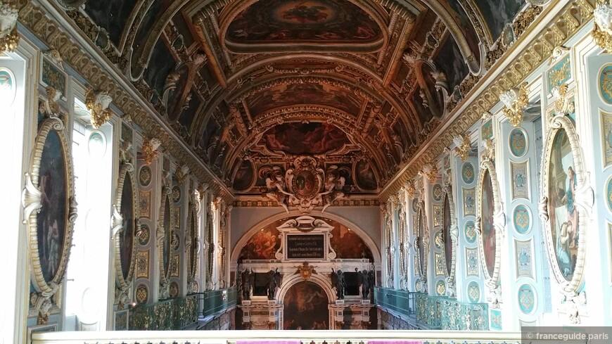 часовня во дворце Фонтенбло