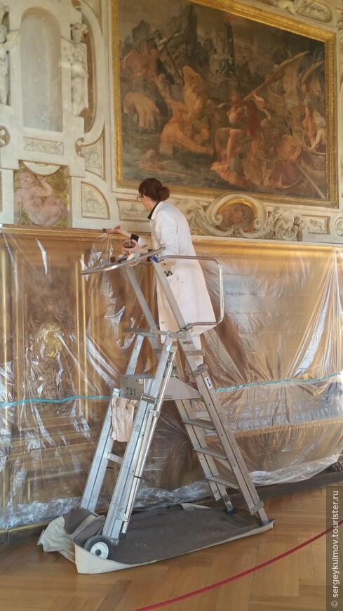 Реставрация галереи Генриха I-го во дворце Фонтенбло