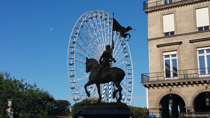 конная статуя Жанны Д'Арк