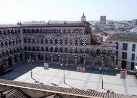 Старая Площадь является частью Plaza Alta - ее начало. Фото этой площади и натолкнуло меня на поездку в Бадахос.